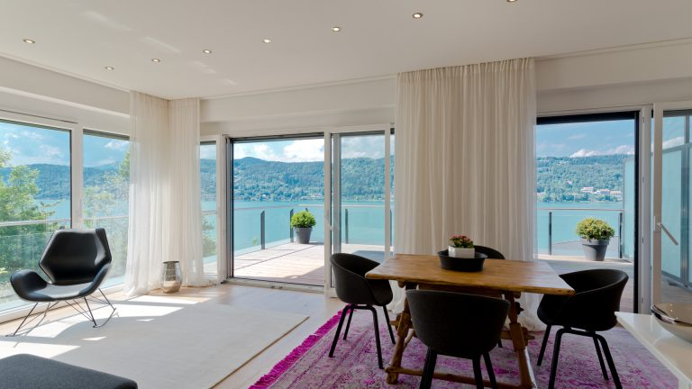 Fascinating terrace-apartment with wonderful view and access to the lake