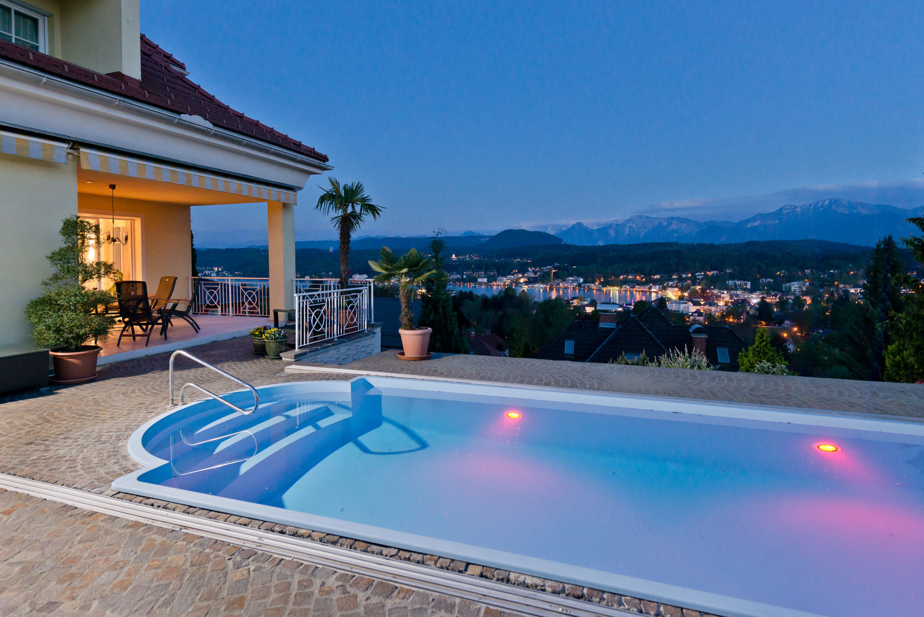 Luxurious villa with sensational view of Lake Wörthersee
