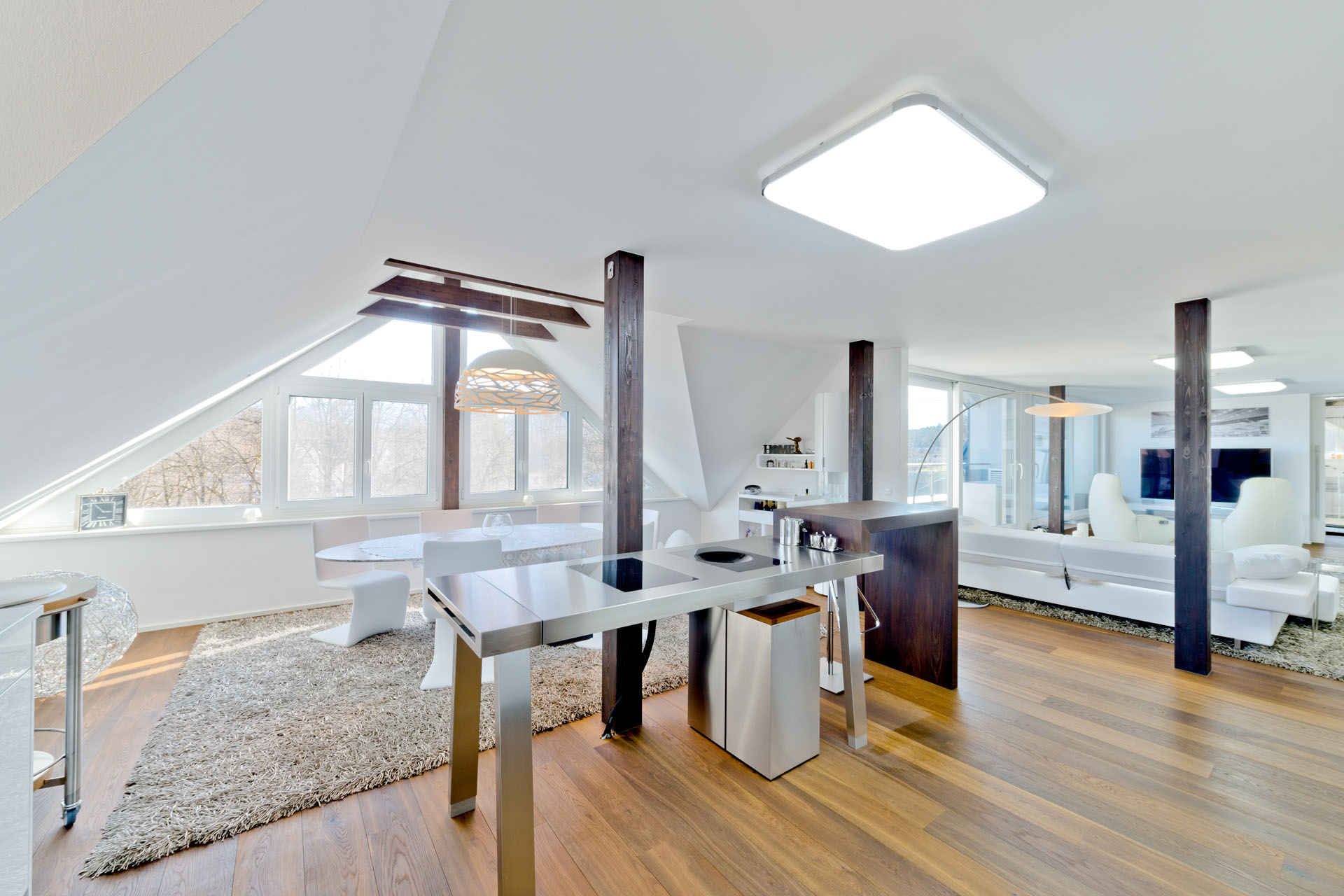 Extravagant and loft-style attic apartment in central location