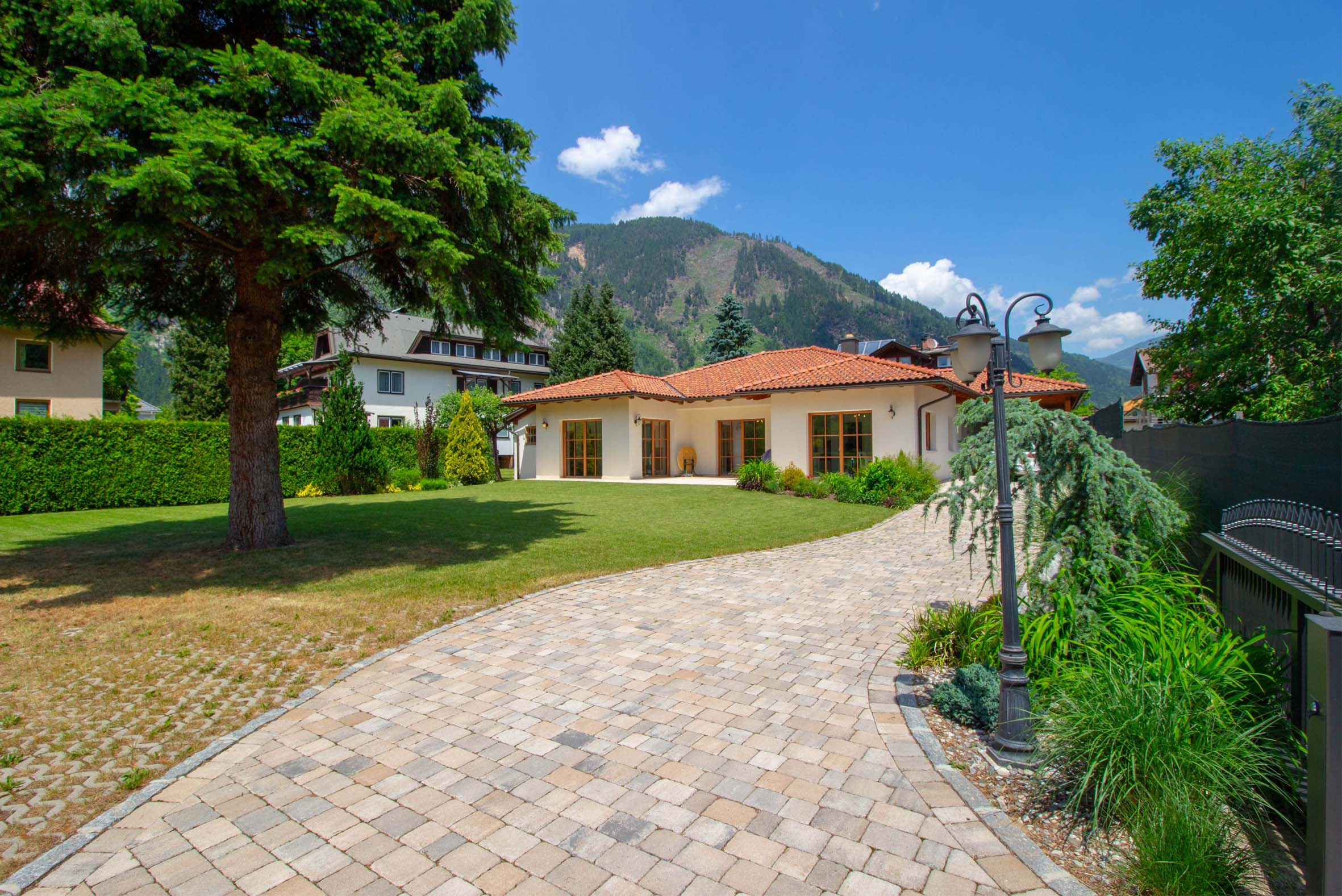 Exclusive bungalow near the lake