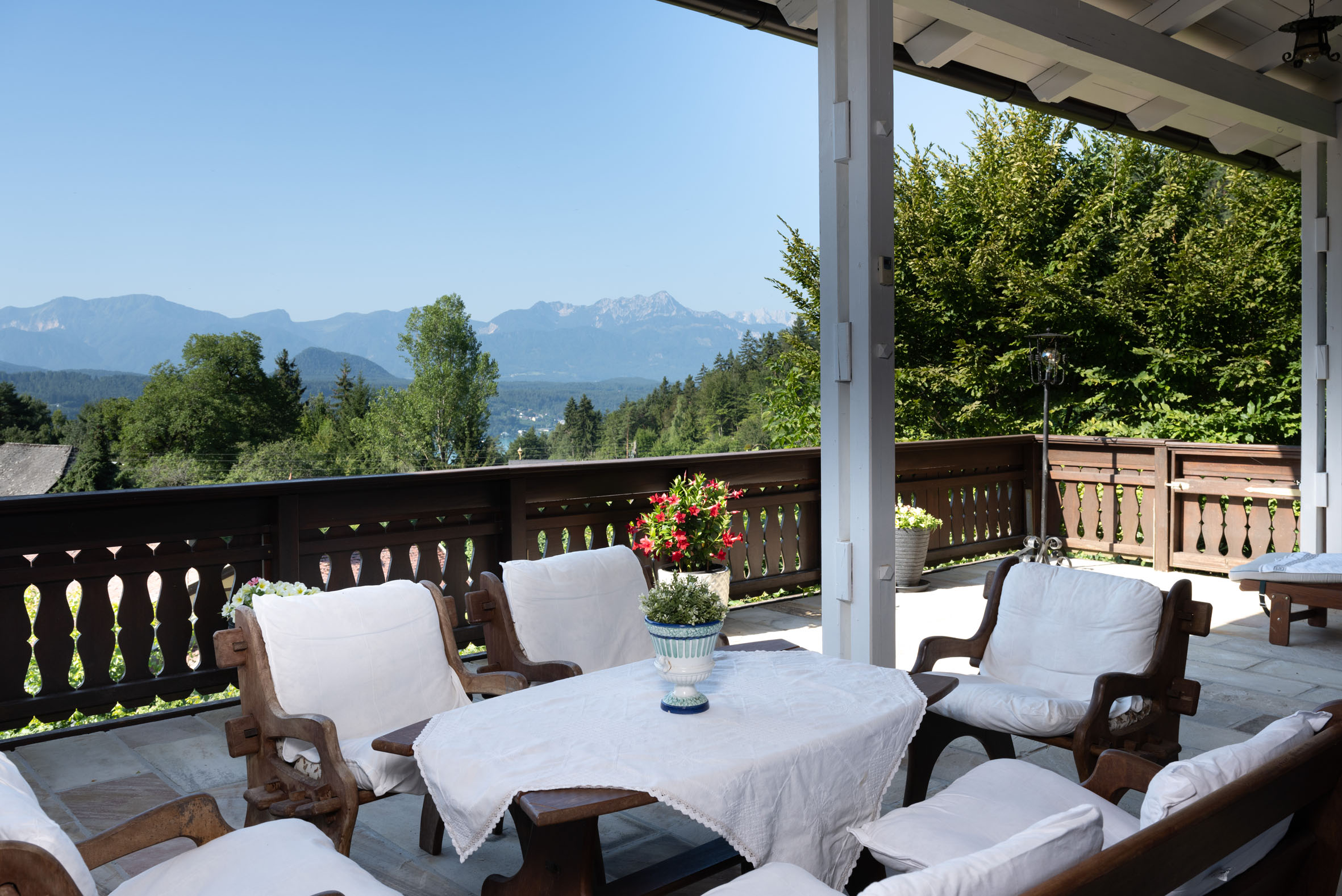 Hideaway on Lake Wörthersee with a fantastic view of the Karawanken